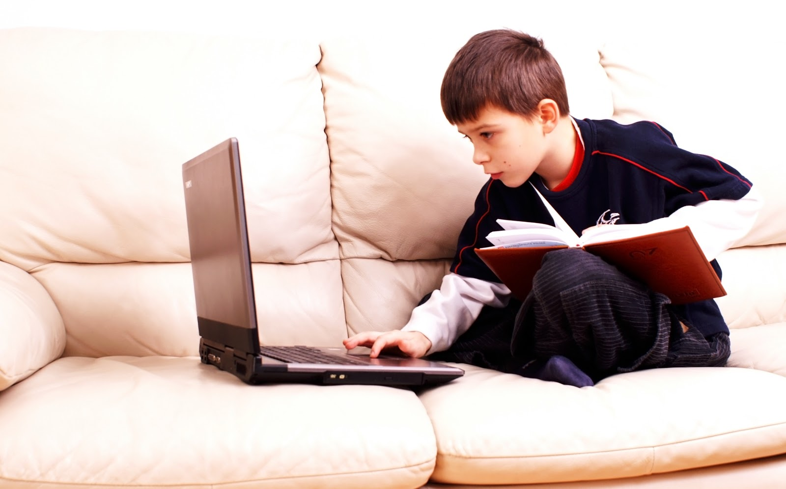 Boy Book Laptop AdobeStock 2788304