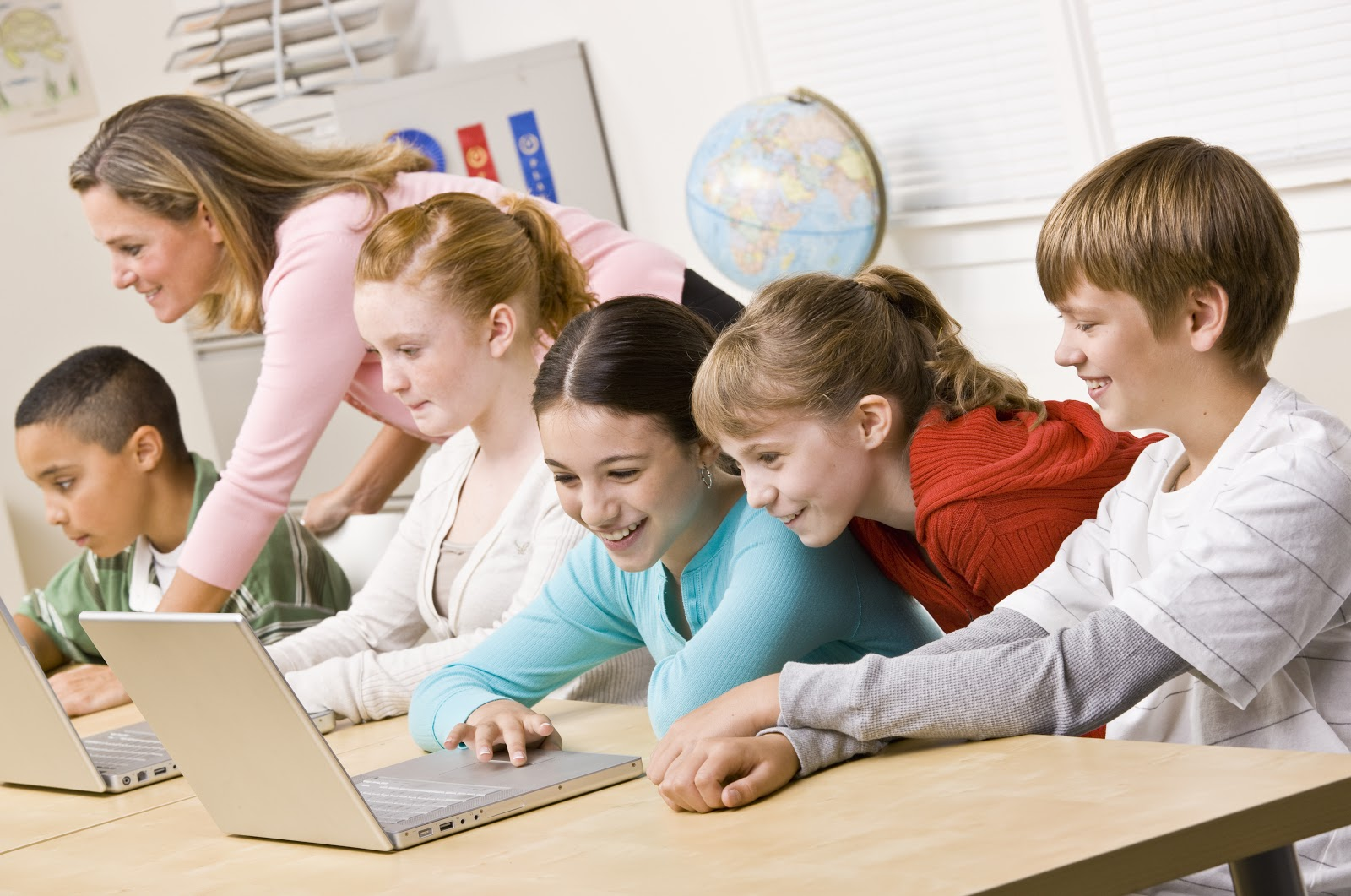 Laptop Classroom AdobeStock 21075777