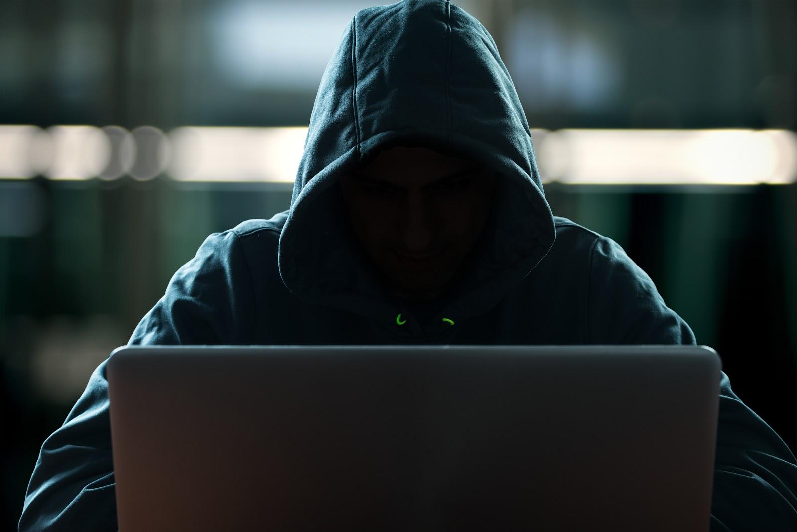Hacker AdobeStock 107212183